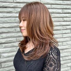 ミディアムレイヤー ベージュ ヌーディベージュ ミディアム ヘアスタイルや髪型の写真・画像