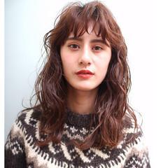 ウェーブ 前髪パーマ 無造作パーマ パーマ ヘアスタイルや髪型の写真・画像