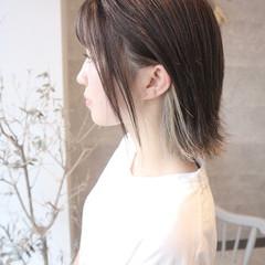 ホワイトベージュ 切りっぱなしボブ インナーカラー ダブルカラー ヘアスタイルや髪型の写真・画像