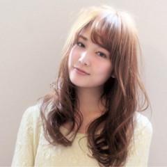 フェミニン レイヤーカット ナチュラル パーマ ヘアスタイルや髪型の写真・画像