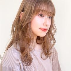 フェミニン ナチュラルベージュ レイヤーカット 前髪あり ヘアスタイルや髪型の写真・画像