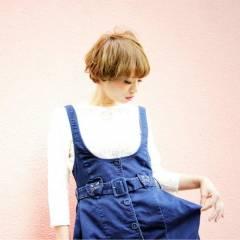 大人女子 イエロー マッシュ 刈り上げ ヘアスタイルや髪型の写真・画像
