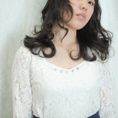 パーマ 暗髪 前髪あり 外国人風 ヘアスタイルや髪型の写真・画像