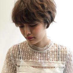 アンニュイほつれヘア ショート パーマ オフィス ヘアスタイルや髪型の写真・画像