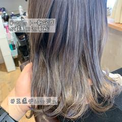 インナーカラーグレー アンニュイほつれヘア インナーカラーホワイト エレガント ヘアスタイルや髪型の写真・画像
