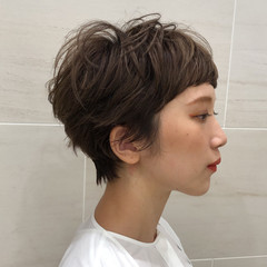 マッシュショート ミルクティーベージュ ショートボブ ショートヘア ヘアスタイルや髪型の写真・画像