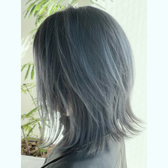 ミディアム シルバーアッシュ ストリート シルバー ヘアスタイルや髪型の写真・画像