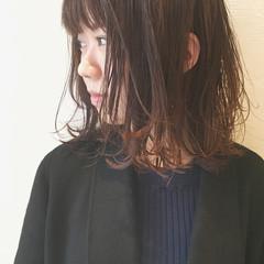 グラデーションカラー ナチュラル 暗髪 外ハネ ヘアスタイルや髪型の写真・画像