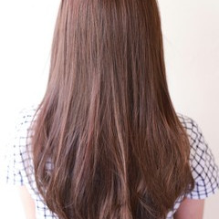 フェミニン イルミナカラー ロング 大人かわいい ヘアスタイルや髪型の写真・画像