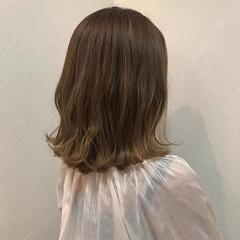 ベージュカラー 大人ハイライト ナチュラル ミディアム ヘアスタイルや髪型の写真・画像