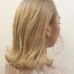 エレガント ブロンドカラー ミディアム ブロンド ヘアスタイルや髪型の写真・画像
