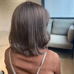 ミディアム ベージュ くびれカール ナチュラル ヘアスタイルや髪型の写真・画像