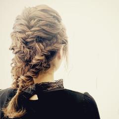 外国人風 ミディアム フィッシュボーン 編み込み ヘアスタイルや髪型の写真・画像