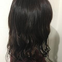 ミディアム フェミニン デジタルパーマ  ヘアスタイルや髪型の写真・画像