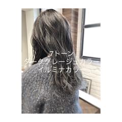 アンニュイほつれヘア オフィス ロング グレージュ ヘアスタイルや髪型の写真・画像