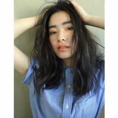 センターパート セミロング 黒髪 暗髪 ヘアスタイルや髪型の写真・画像