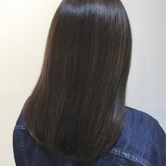 ナチュラル ダークグレー セミロング 似合わせカット ヘアスタイルや髪型の写真・画像