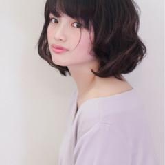 フェミニン 前髪あり 色気 ナチュラル ヘアスタイルや髪型の写真・画像