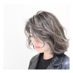 ボブ アッシュグレージュ グレージュ レイヤーカット ヘアスタイルや髪型の写真・画像