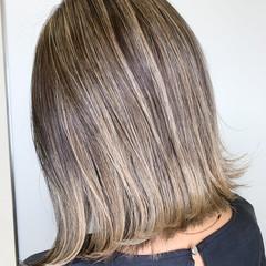白髪染め バレイヤージュ ハイライト ブリーチカラー ヘアスタイルや髪型の写真・画像