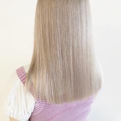 ブリーチ必須 ホワイトベージュ ナチュラル ブロンドカラー ヘアスタイルや髪型の写真・画像