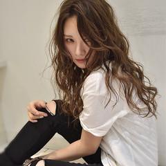 フェミニン 斜め前髪 大人女子 ウェーブ ヘアスタイルや髪型の写真・画像
