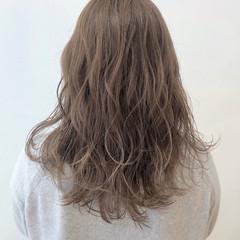 ミルクティーベージュ ロング ミルクティーアッシュ ミルクティー ヘアスタイルや髪型の写真・画像
