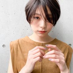 ショート 小顔ショート センターパート アンニュイほつれヘア ヘアスタイルや髪型の写真・画像