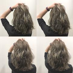 セミロング 波ウェーブ ストリート ウェットヘア ヘアスタイルや髪型の写真・画像