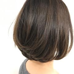 グラデーションカラー 色気 グレージュ 前下がり ヘアスタイルや髪型の写真・画像