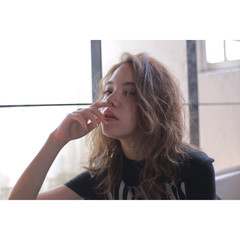小顔 ミディアム ハイライト アッシュ ヘアスタイルや髪型の写真・画像