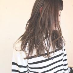 ゆるふわ アンニュイ アッシュグレージュ ナチュラル ヘアスタイルや髪型の写真・画像