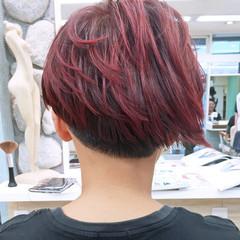 刈り上げ レッド モード ショート ヘアスタイルや髪型の写真・画像