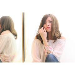 モテ髪 流し前髪 アッシュベージュ フェミニン ヘアスタイルや髪型の写真・画像