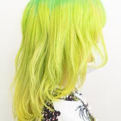 セミロング デザインカラー モード ウルフカット ヘアスタイルや髪型の写真・画像