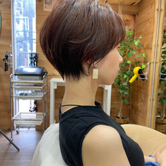 ナチュラル ショートヘア オリーブグレージュ 小顔ショート ヘアスタイルや髪型の写真・画像