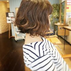 フェミニン カール ウェーブ ヘアアレンジ ヘアスタイルや髪型の写真・画像