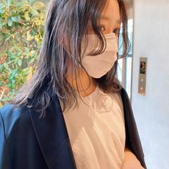 カジュアル ウルフパーマ ミディアムレイヤー ナチュラルウルフ ヘアスタイルや髪型の写真・画像