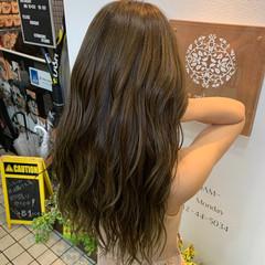 フェミニン ロング オリーブアッシュ オリーブグレージュ ヘアスタイルや髪型の写真・画像