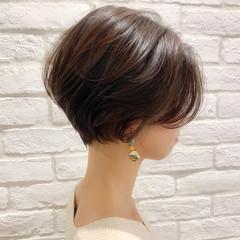 ショート アンニュイほつれヘア ナチュラル デート ヘアスタイルや髪型の写真・画像