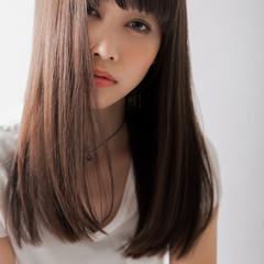 セミロング 前髪あり アンニュイ ナチュラル ヘアスタイルや髪型の写真・画像