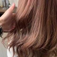ナチュラル アンニュイほつれヘア 透明感 ピンクアッシュ ヘアスタイルや髪型の写真・画像