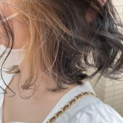 フェミニン ミディアム ミルクティーベージュ イヤリングカラー ヘアスタイルや髪型の写真・画像