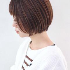 フェミニン くせ毛風 ハイライト ショートボブ ヘアスタイルや髪型の写真・画像