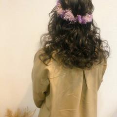 ねじり 結婚式 フェミニン セミロング ヘアスタイルや髪型の写真・画像