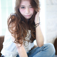 セクシー フェミニン ロング ラフ ヘアスタイルや髪型の写真・画像