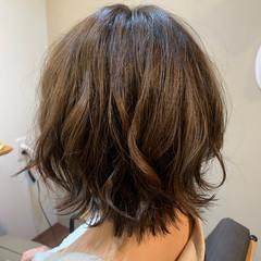 切りっぱなしボブ オリーブカラー 透明感カラー アンニュイ ヘアスタイルや髪型の写真・画像