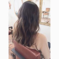 外国人風 セミロング グラデーションカラー グレージュ ヘアスタイルや髪型の写真・画像