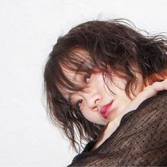 パーマ ミディアム ウェーブ 簡単 ヘアスタイルや髪型の写真・画像