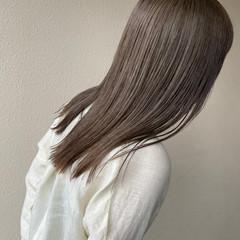 グレーアッシュ ナチュラル ミルクティー 透明感カラー ヘアスタイルや髪型の写真・画像